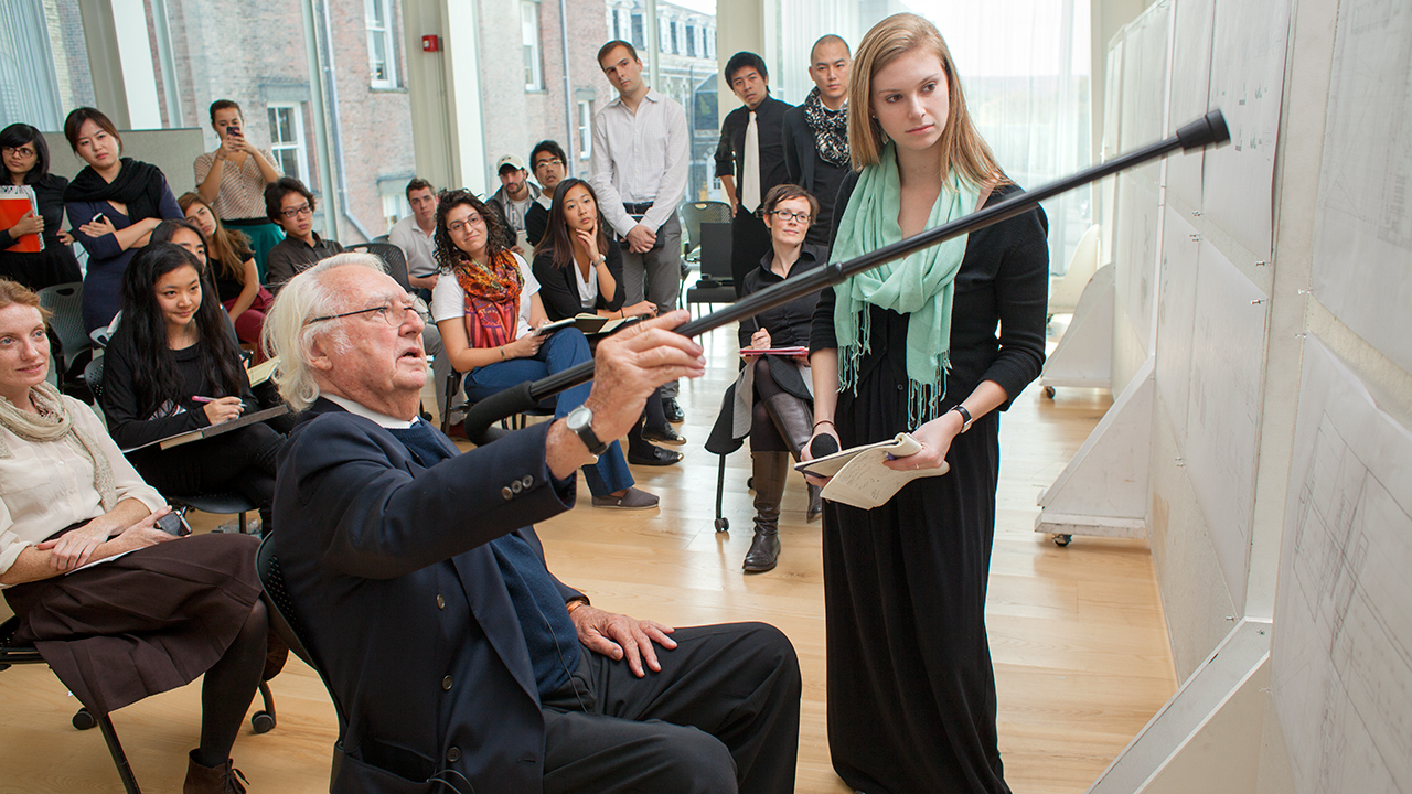 Architect Richard Meier '56, B.Arch. '57, visits an architecture studio class
