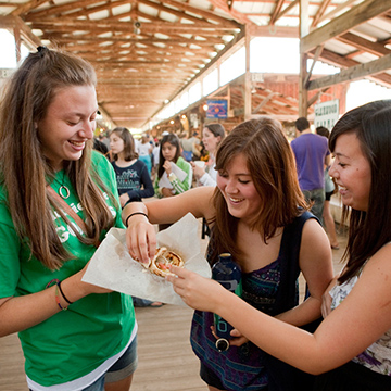 Female students grab lunch at the Farmers Market